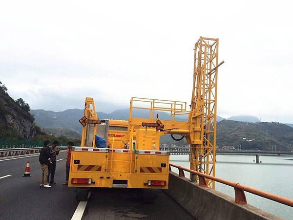 桥检测车施工工作图片4