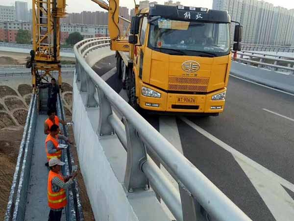桥检测车施工工作