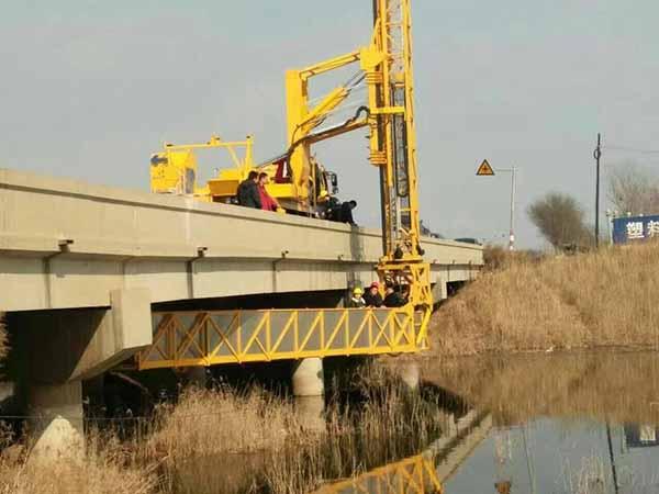 桥检测车施工工作图片2